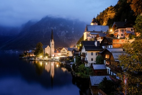 bluepueblo:  Rainy Night, Hallstatt, Austria photo by dearsatpon