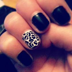 Meow 😸 #chillin #LeopardNails #Blackandwhite did it myself ;) #ImCoolHuh :p