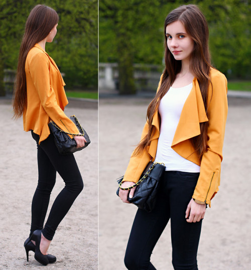 lookbookdotnu:  Yellow + black (by Ariadna Majewska)