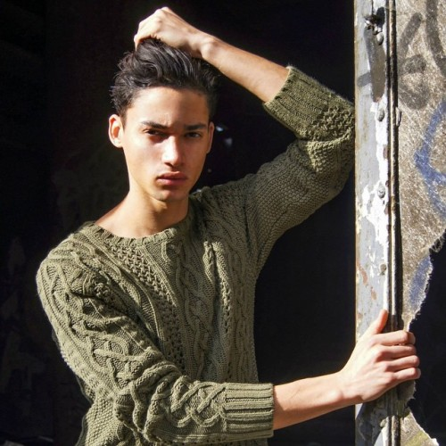 #me #moi #fashionshooting #shooting #shoot #shoot #algérien #algerian #mode #model #modèle #vogue #paris #usine #photography #photographie #longhair #expressive #green #pose #sun #sunday