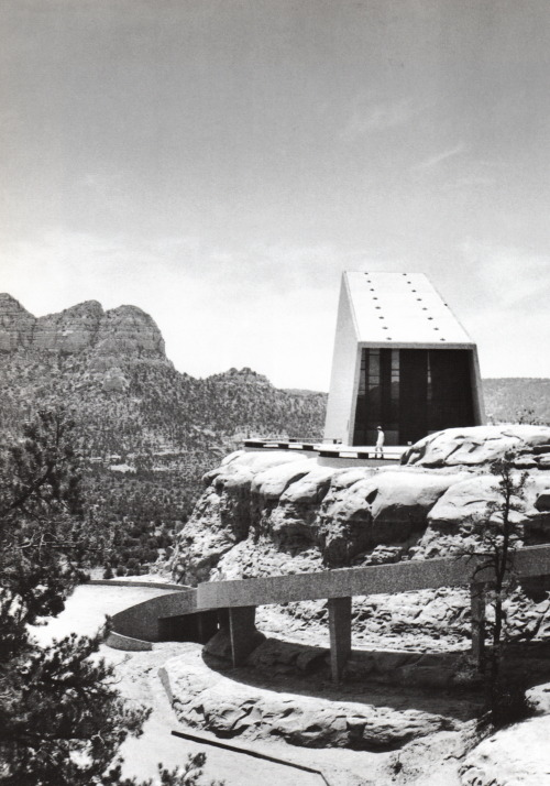 Chapel of the Holy Cross, Anshen and Allen, Sedona, Arizona, 1956 — Julius Shulman
