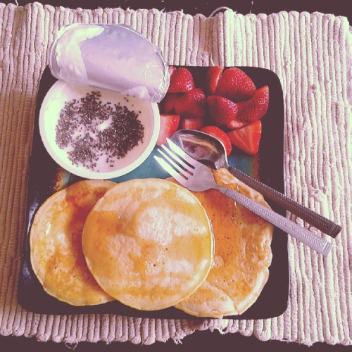 Pancakes w/ sf maple syrup. Lemon Chobani w/ chia seeds. Strawberries. [9 p+]