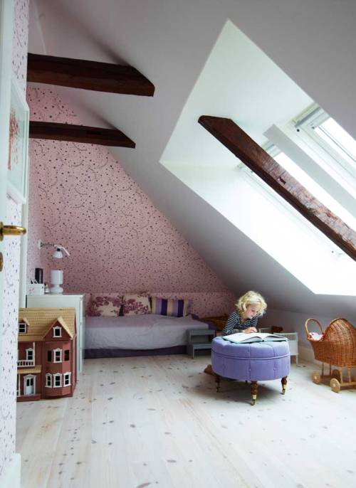 the cutest attic room (via decodeliziosa)