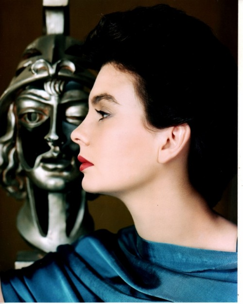 mlsg:  cosmosonic:  Jean Simmons  Classic beauty