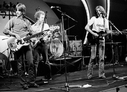 jivewired:  L-R:  Randy Meisner, Bernie Leadon, Glenn Frey — The Eagles performing in 1972. Source: http://glennfreyonline.com