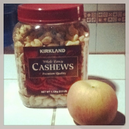 #cashewnuts and #apple for #breakfast 🍎🍴 yum yum yum #healthyliving e. hahaha