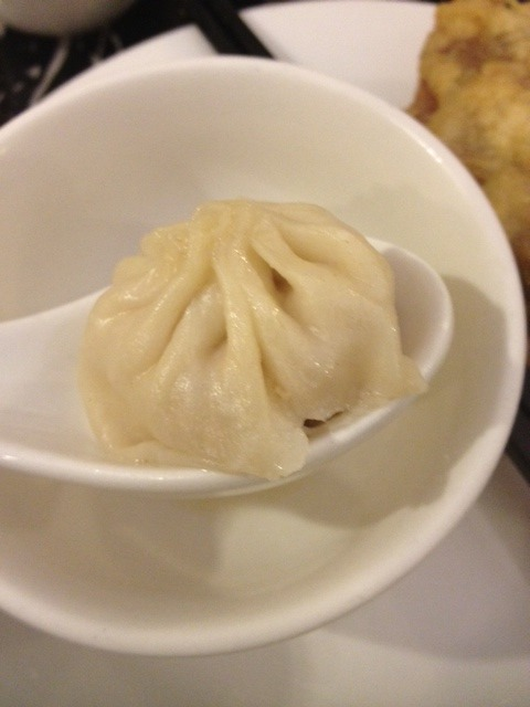 reiji-sexual:  tsundeer-princess:  小籠包 is the shit ok  kdflsajaklds whenever my mom makes it i just wanna hog all of them  i….. want… holy shit