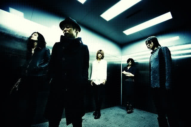 "http://www.syncmusic.jp/wordpress/?p=14666  DIR EN GREY's new mini album ""THE UNRAVELING"" which was released on April 3rd was ranked 1st for the Oricon CD album daily ranking of April 2nd. This is DIR EN GREY's first time to be ranked 1st on Oricon ranking in their career. ""THE UNRAVELING"" was attracting attention before the release since the CD is composed of the new song ""Unraveling"" and old songs like ""Gou"", ""Kasumi"" and ""THE FINAL"" remade.   Proof that people prefer the old stuff: it sells better than the new stuff.   (Thx pallmid!)"