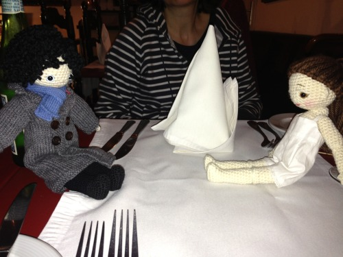 Sherlock & Molly had dinner together during our Brussels trip ! Molly's clothes aren't ready yet so she was in her underwear hum ;-)