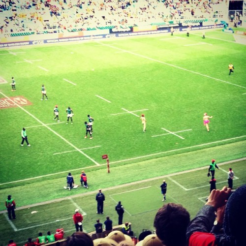 Streakers on the rugby field! #classyengland #saturdaysarugbyday 🇬🇧🏉 (at Twickenham Stadium)