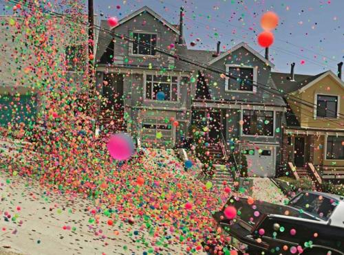 pineappleduck:  250,000 bouncy balls in San Francisco