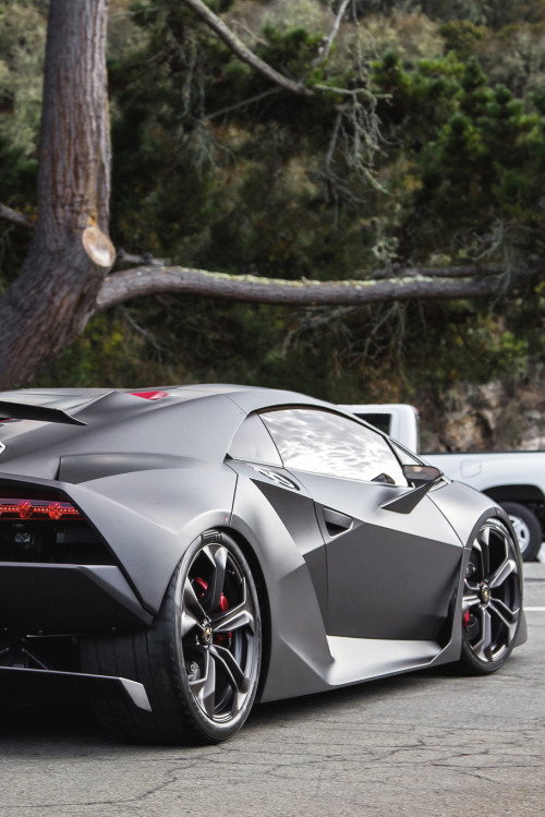 themanliness:  Sesto Elemento | Source | More