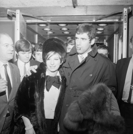 oldloves:  Barbra Streisand arrives in London with husband Elliott Gould on March 17, 1966.