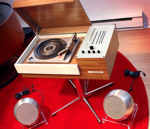 midcenturymodernfreak:  Early 70s 'Rondo 105' Turntable by Telefunken with Ball Speakers Via