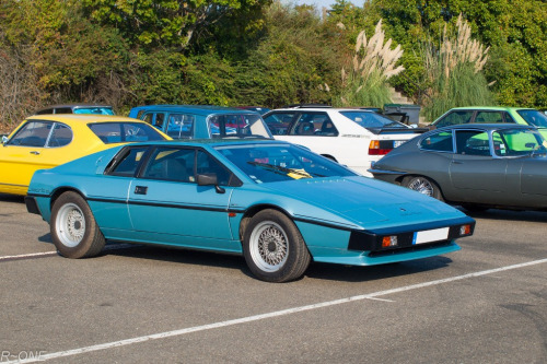 carpr0n:  Straight as an arrow Starring: Lotus Esprit S3 (by R~ONE)