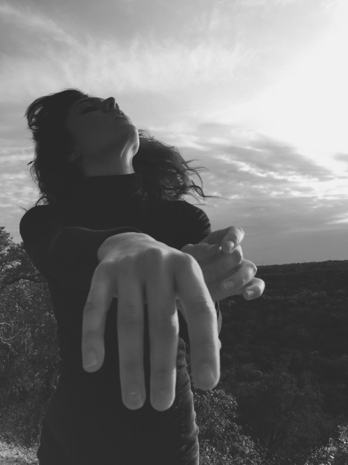 kaiman kazazian b&w photography outdoors hands magic woman cecilia alejandra