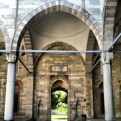 Courtyard in a mosque #islam #muslim #architecture #ancient #arches #green #stone #istanbul #turkey #turkish #turkiye #pillars #masjid #mosque #trees #summer #islamicart #art (at Istanbul, Turkey )