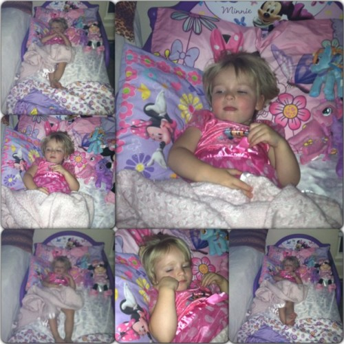 Big girl bed!! #londonmichelle #cute #love #baby #biggirl #newbed #minnie #minniemouse #mylittlepony #rainbowdash #pinkiepie #twilightsparkle #proud