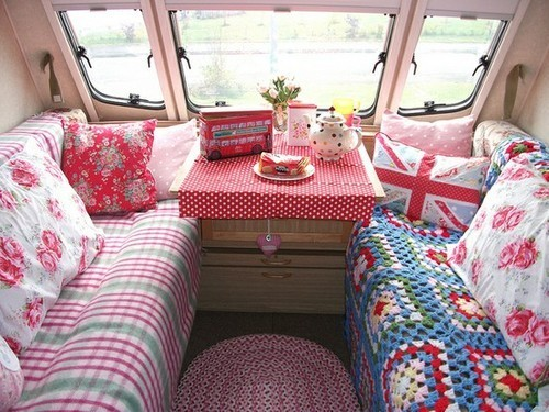 awesomepastel:  CATH KIDSTOOON~  *more*