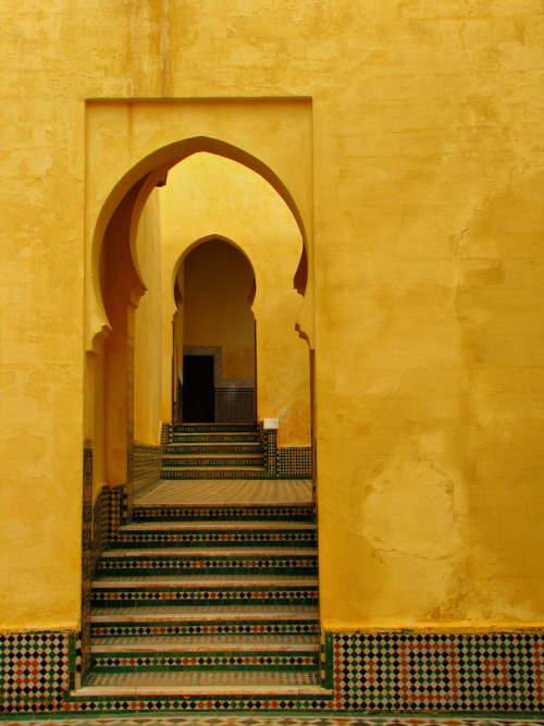 travelingcolors:  A dooway in Meknes | Morocco (by Mike Mellinger)