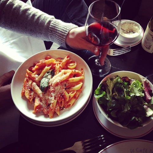 annstreetstudio:  Simple lunch at the Louvre… #Paris  Looking yummy