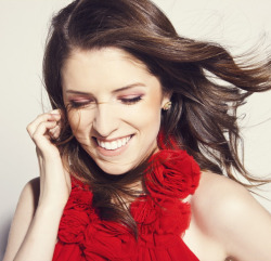GIRL CRUSH OF THE DAY - ANNA KENDRICK After FINALLY watching 'Pitch Perfect' today, there is only one thing left to say - ACAPELLA is the new *insert whatever is currently floating your boat* of 2013! Skylar Astin and Anna Kendrick made belting out those high nights and midnight jamming so seriously sexy, and thus it is as simple as that… these hotties shall be today's 'Girl Crush' and 'Guy Crush' of the day! On a side note, if you have not watched this film, get yourself to a cinema STAT!  Aussie Rebel Wilson is another name to look out for in the flick - she's hilarious! Image Source: Zooey Magazine