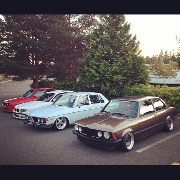 Lined up. @theneek @bavacious @traviscuykendall #wheelsandwickets #bmw #e3 #bavaria #e21 #e36 #e30m3 #1000thphoto #ohp