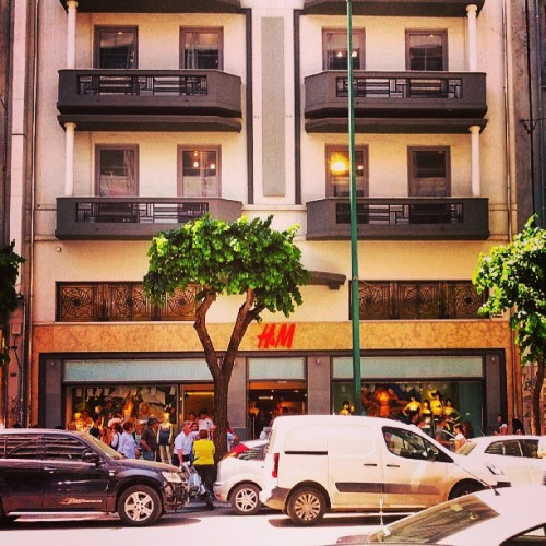 H&M thessaloniki #thessaloniki #greece #elada #urban #city #architecture #h&m #street #traffic #solun #солун #грција #архитектура #улица #град