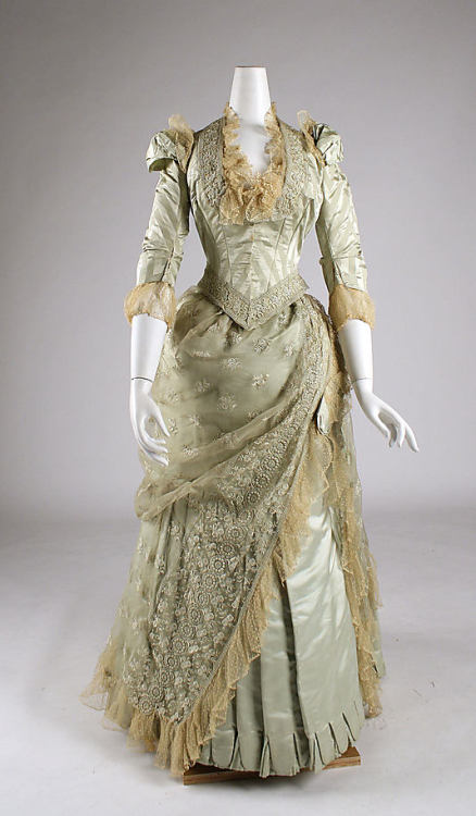 omgthatdress:  Dress 1880-1885 The Metropolitan Museum of Art