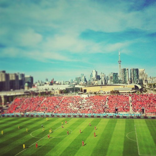 Toronto FC vs Columbus Crew. #soccer #toronto #freezing #highaltitudeseats (at BMO Field)