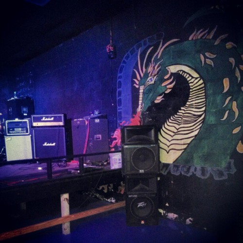 Know its gonna be a good show when there are dragons on the walls.  #dragon #Dragons #lotr #rollerknights #AL #Alabama #instahub #instagood #instapic #instagramers #venue #rockshow #metalcore #hardcore #tourlife #drums #amps #follow #rise #earlybird #earlybirdfilter #poppunk  (at Roller Knights)