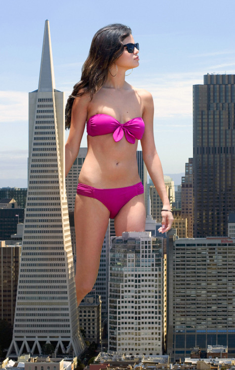 Not A Photoshop: Selena Gomez in San Fransico