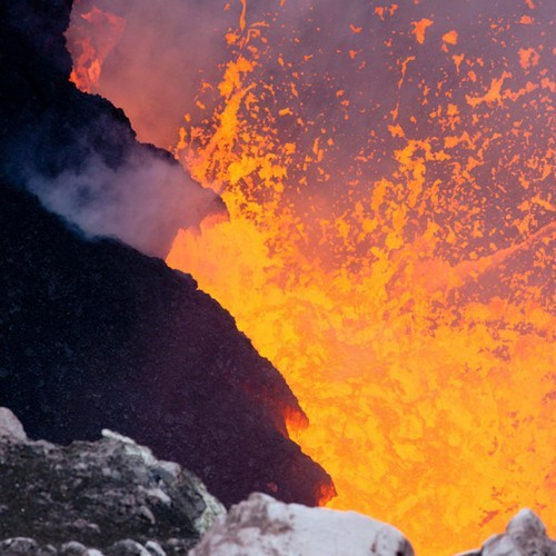 steroge:  2012: The Year in Volcanic Activity  High lava levels and spattering at Kīlauea's Halema'uma'u, on May 14, 2012. [Image: David Dow/USGS]