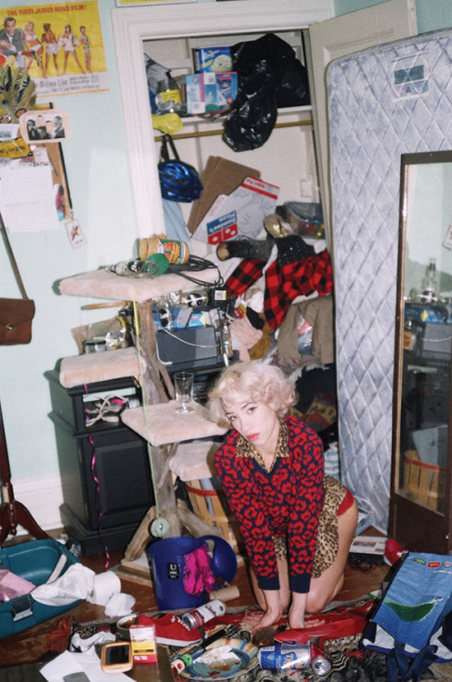 Maya Furh captures portraits of girls with messy rooms.