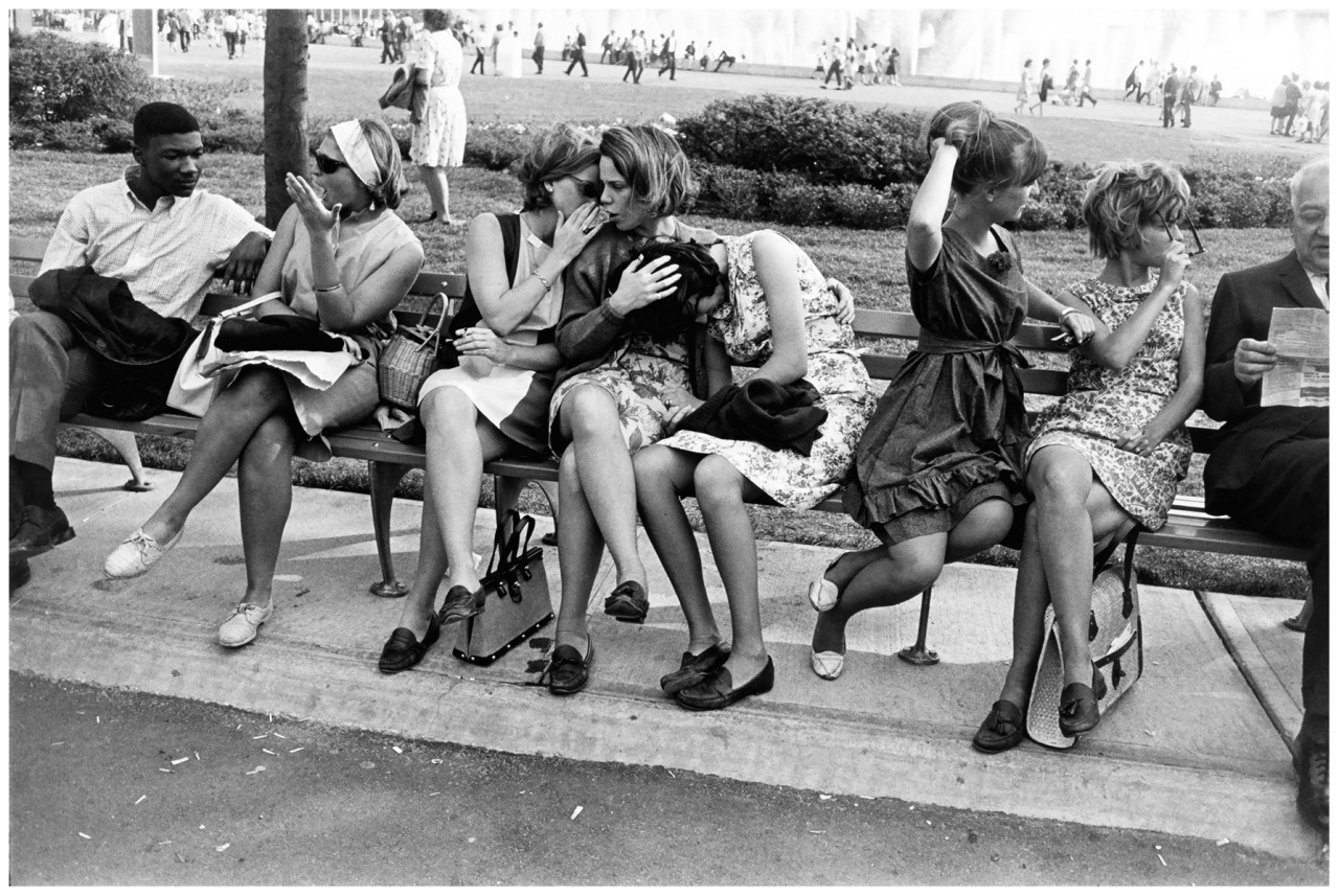 bebelestrange:  Garry Winogrand – American World's fair, New York City, 1964