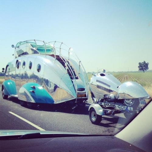 Sometimes you get to see cool things while on a road trip - Imgur