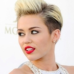 setland:  miley cyrus icons if u use/save like and credits to @wutddl se usar/salvar dê like e credite @wutddl      (via TumbleOn)