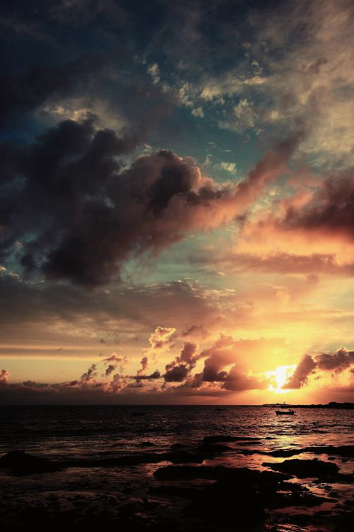 Beautiful Cloudy Skies over Endless Ocean Horizon, Sunset #CLG Daily Dose of Daylight #sunlove