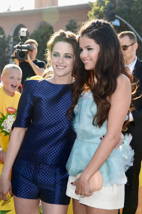 Kristen Stewart and Selena Gomez || Nickelodeon's 26th Annual Kids' Choice Awards in LA on March 23, 2013