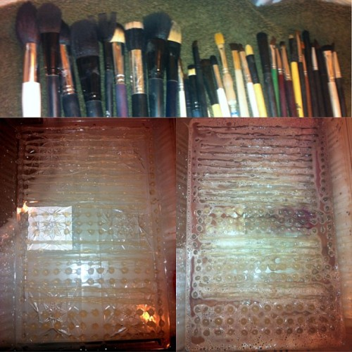 My DIY make up brush scrubbing board! I washed all those brushes in 10 minutes when it usually takes me nearly an hour. A plastic tray from the dollar store and a hot glue gun. That's it! 😄💄💋 #diy #makeup #brush #scrubbingboard #timesaver #cleanbrushes