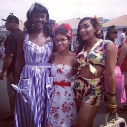 So Pretty! ashleeta:  Pinups of Color Unite @jeezelouise @theblackpinup #blackpinup #blackburlesque #pinup #ashleeta #jeezelouise #angeliqueniore (at Viva Las Vegas Car show)