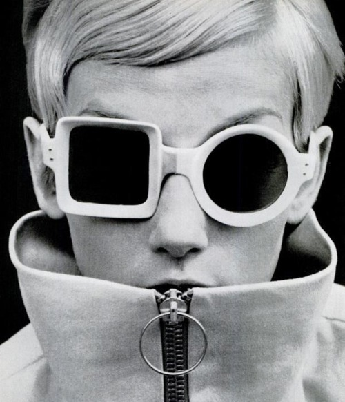 retrogasm:  It's a glasses sort of day… Twiggy