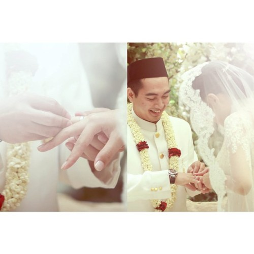 Sign of vena amoris… #wedding #bride #weddingday #couple #white #weddingphotographer #instragram_hub #instagram #photography #picoftheday #iphonesia #bobsiregar #akad #indonesiaweddingceremony #indonesianweddingphotography #indonesia