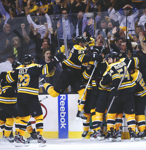 bruinsofboston:  dougie flies?