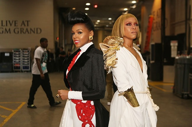 ON-THE-GO: JANELLE MONAE  + ERYKAH BADU backstage at the BBMA's! #rozOonTheGo #filterlessco