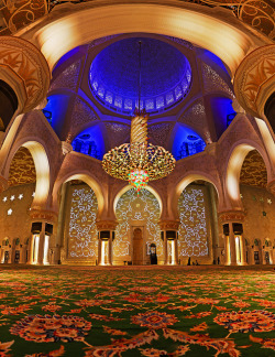 Al-nur — al-nur: Abu Dhabi's Grand Mosque, from the inside… on We Heart It. http://weheartit.com/entry/47629454