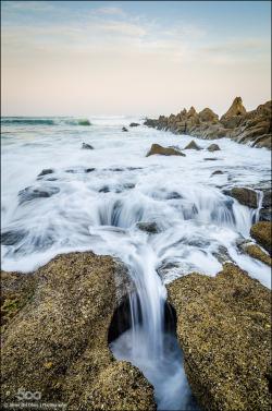 Agua y rocas - javierdelolmo - http://ift.tt/1I2PVHf