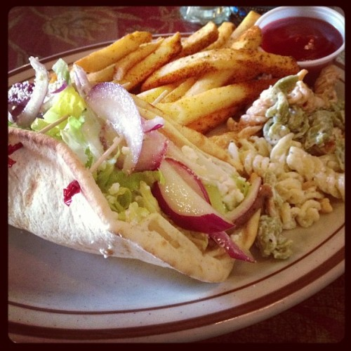 Nom time. 😋 #gyro #foodie #lunch #yummy  (at The White House Grill)