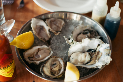 Fresh oysters on the half-shell!  These were so delish!  Three varieties:  Lambertinis (the big ones on the right) - meaty, and salty ocean flavoured; Zens (bottom left) - mildly briny flavour; and St. Simons (Top left) - delicate and refreshing, with no discernible notes of seawater.  All good in their own way.