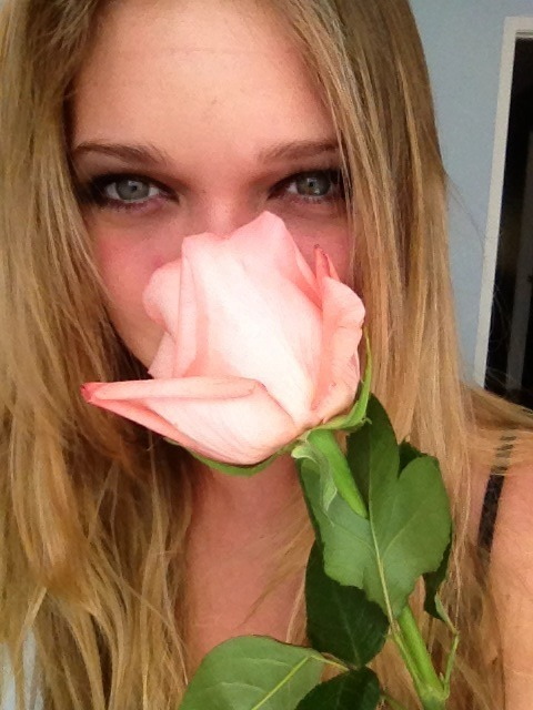 jessieandrews:  Roses really smell